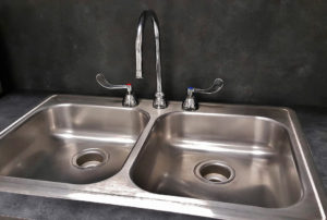 Hi-Glitz how-to-clean-your-aluminium-basin-like-a-pro
